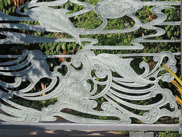 artistic-farm-gate