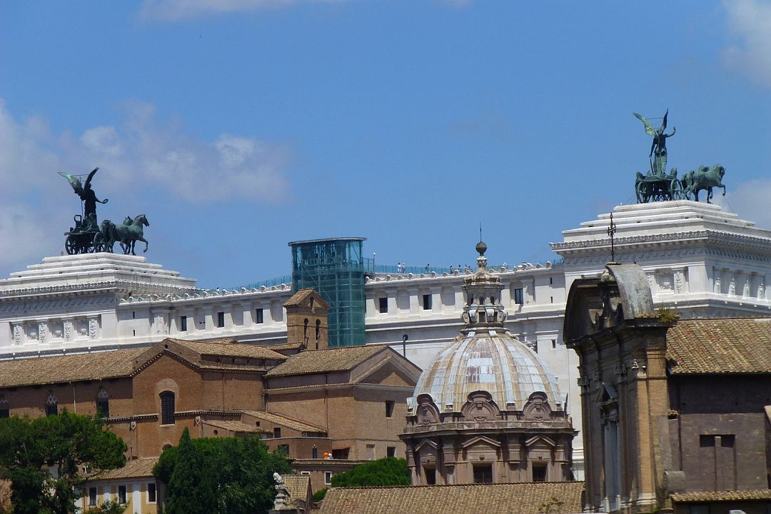 i-think-the-back-of-piazza-di-colonna